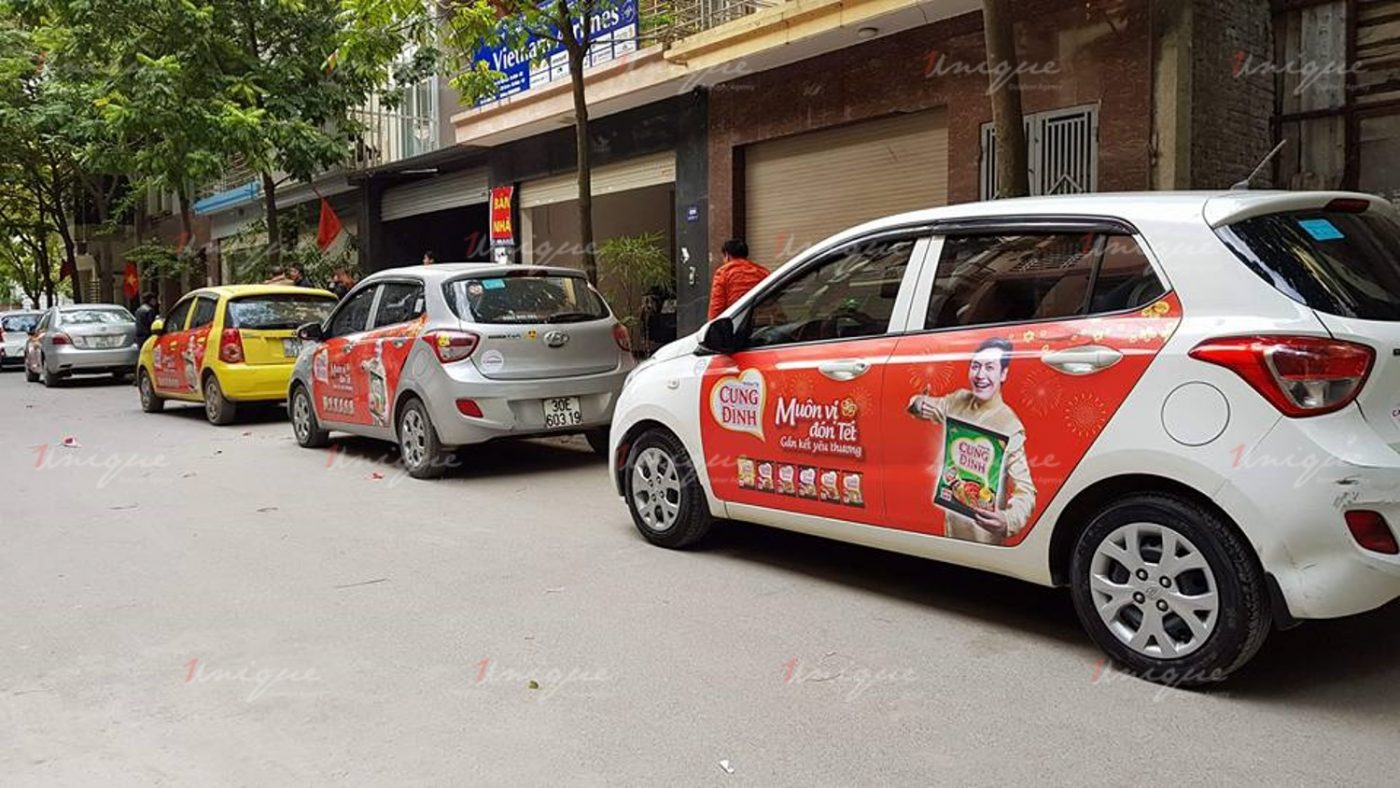 mỳ cung đình quảng cáo trên ô tô