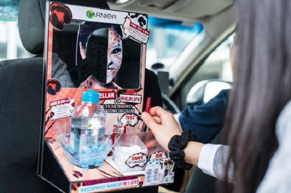 quảng cáo bên trong xe ô tô